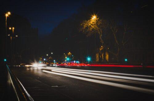 LED Fernscheinwerfer bei Nacht